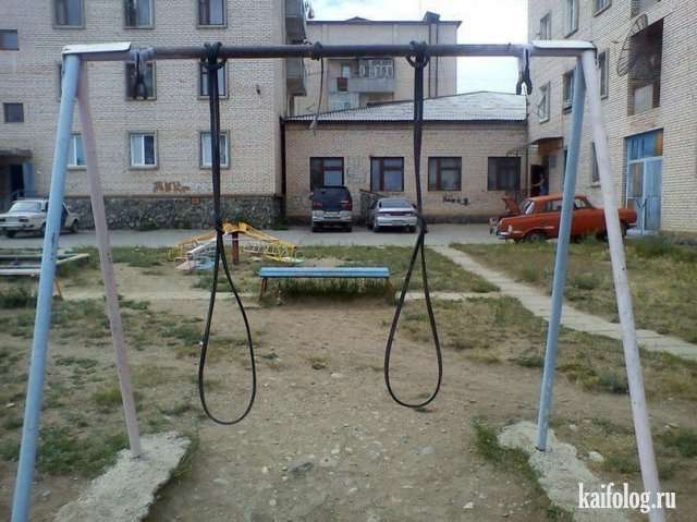 Детские площадки, которые надо сжечь (45 фото)