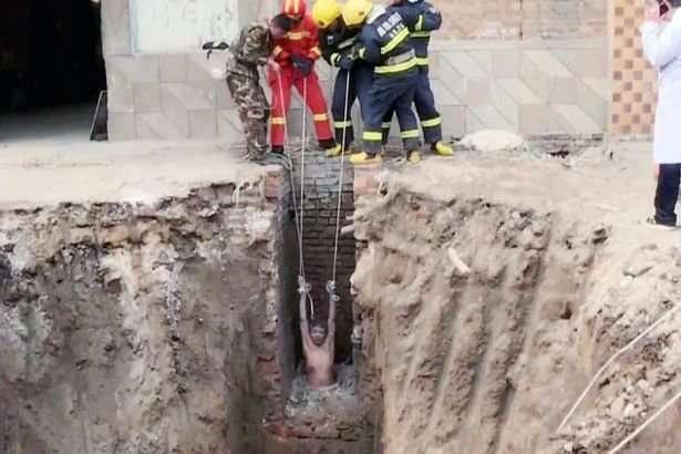Китаец упал в колодец по пути в уборную-6 фото-
