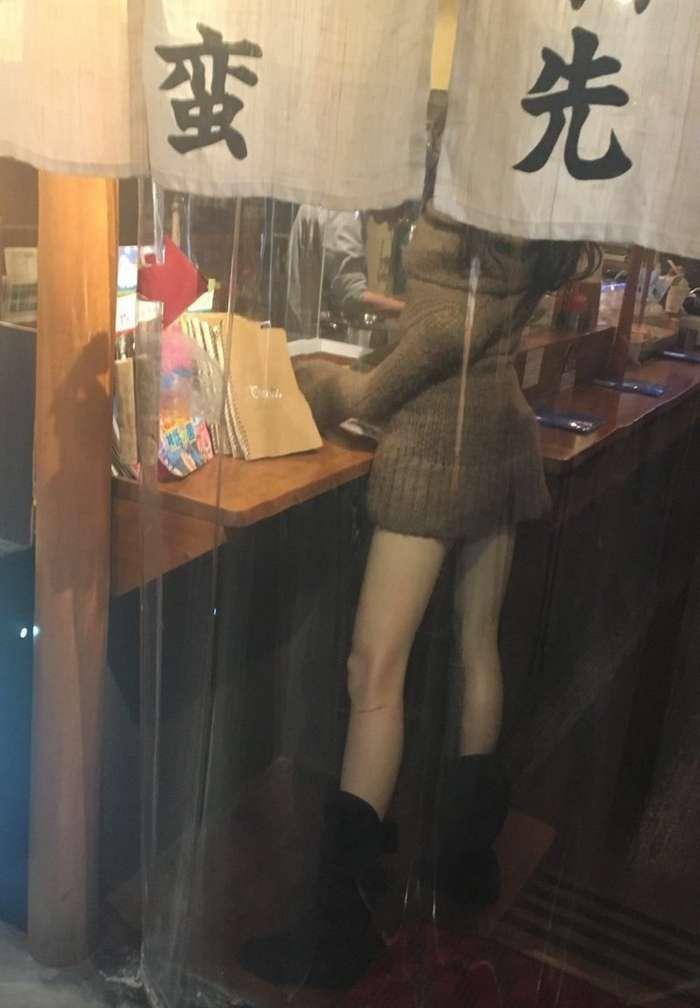 Японцы попадают в ловушку с сексуальным манекеном-4 фото-