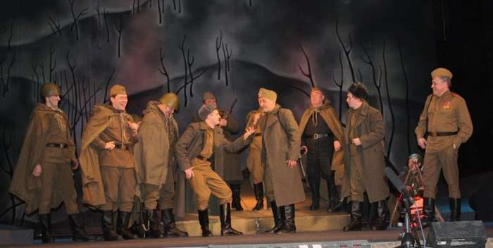 Армейский спектакль, доведший генерала до истерического смеха-3 фото-