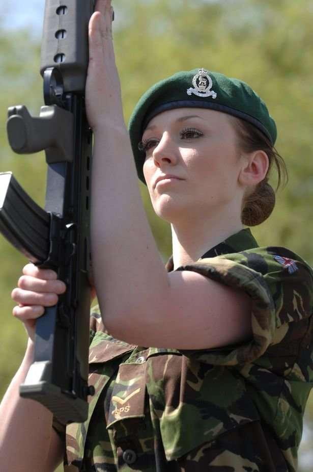 Солдат Барби: 12 лет в аду сексистских издевательств-10 фото-