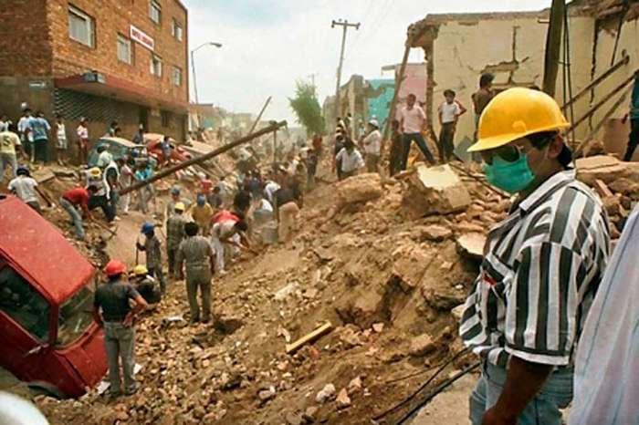 -Исчезли целые улицы-: как канализация взорвала город-21 фото-