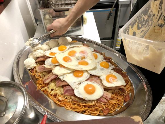 Большая жратва: съесть спагетти и умереть-16 фото-