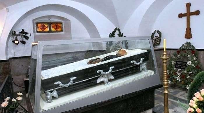 Список важных тел. Чьи мавзолеи находятся на территории бывшего СССР?-9 фото-