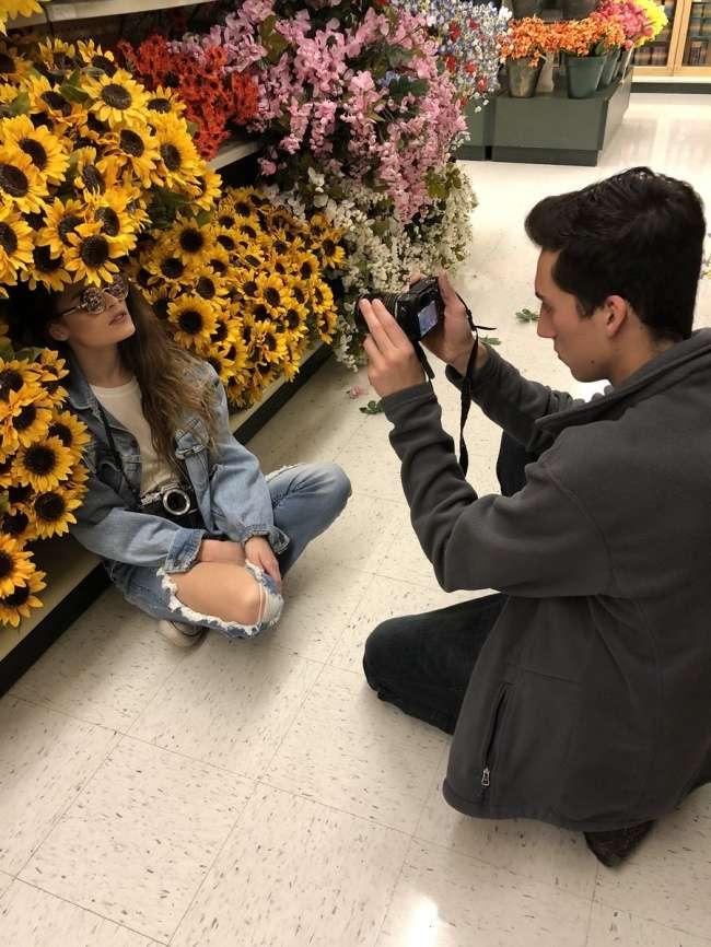 Фотограф показала, что красивые снимки можно сделать где угодно, аинтернет подхватил идею
