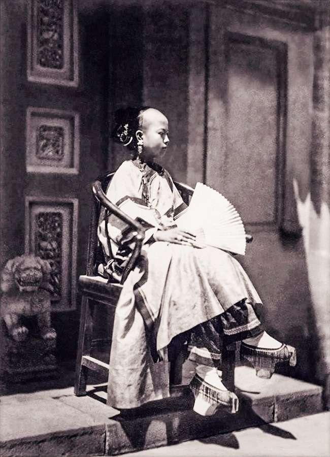 19нарядов изХІХ века, рядом скоторыми меркнет вся современная мода