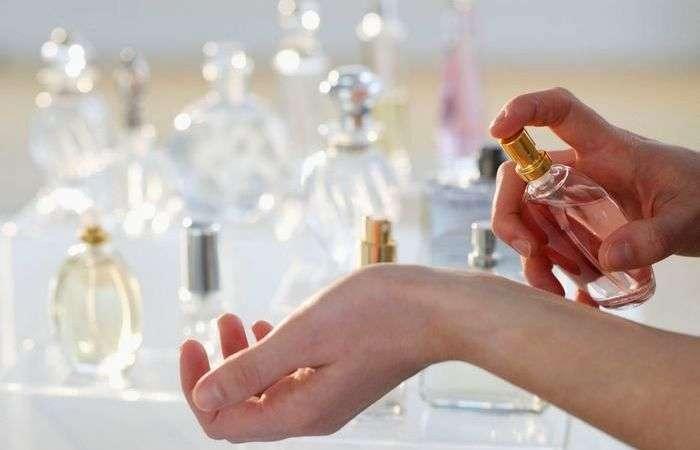 Как увеличить стойкость любимого парфюма?