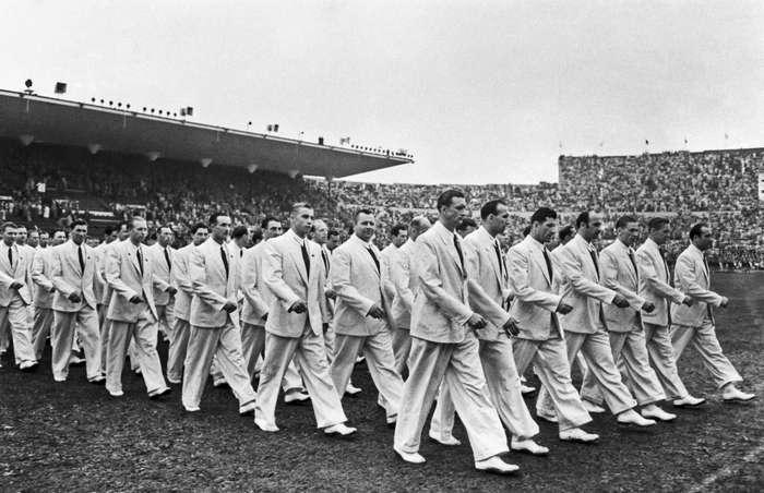 В чем выступали российские атлеты за всю историю современных Олимпийских игр