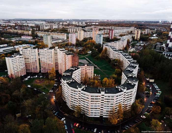 Удивительный «дом-змея» в Санкт-Петербурге