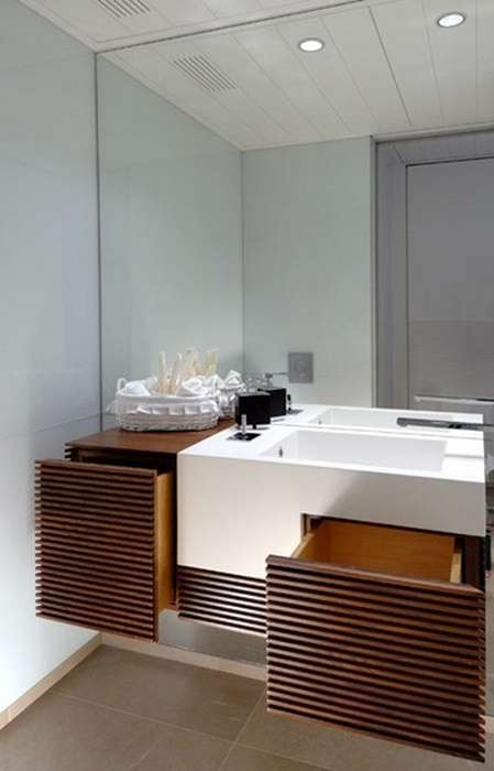 Инструмент, который за считанные минуты сделает маленькую ванную просторной