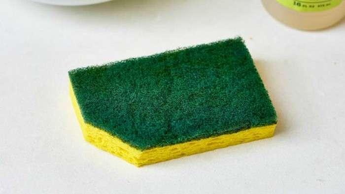 Почему нужно обязательно срезать уголок у губки для мытья посуды и делать это почаще