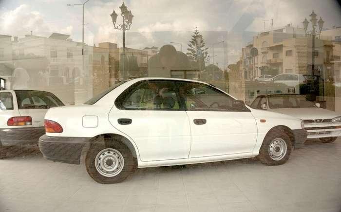 Клад на Мальте: обнаружен забытый всеми автомобильный салон Subaru с машинами из 90-х