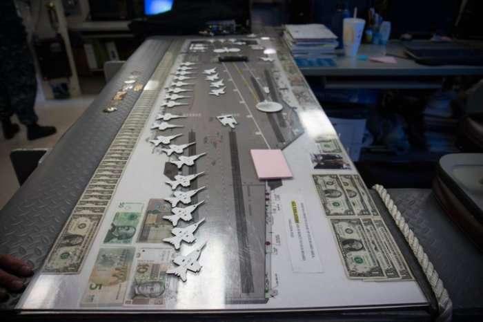 Крупнейший авианосец -Джеральд Р. Форд- размещает в себе 75 самолетов и не имеет ни одного писсуара