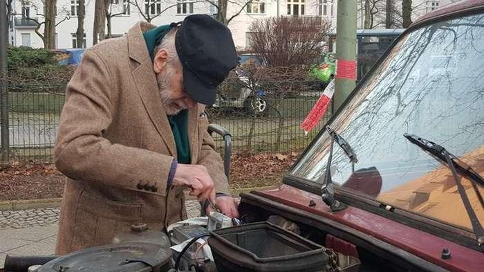 Немецкий дедушка на &171;Ниве&187; ездит на дачу