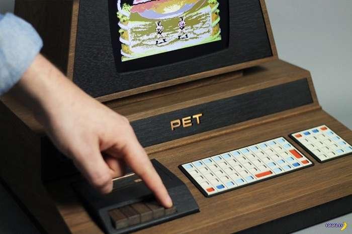 Люксовый ремейк классического компьютера Commodore PET 2001