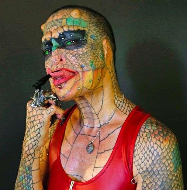 Женщина-трансгендер потратила почти 60 000 долларов, чтобы превратиться в дракона