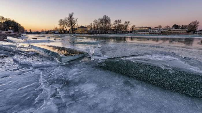Удивительные фотографии замерзшего венгерского озера Балатон