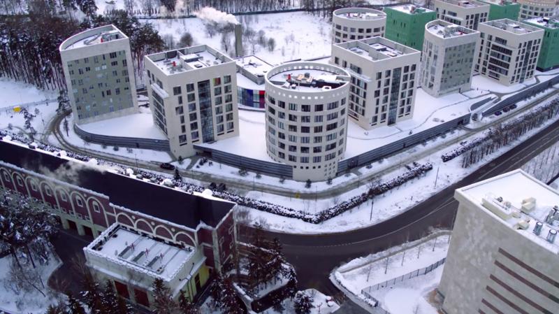 Дом без окон по приказу чиновника: реакция соцсетей-12 фото + 1 видео-
