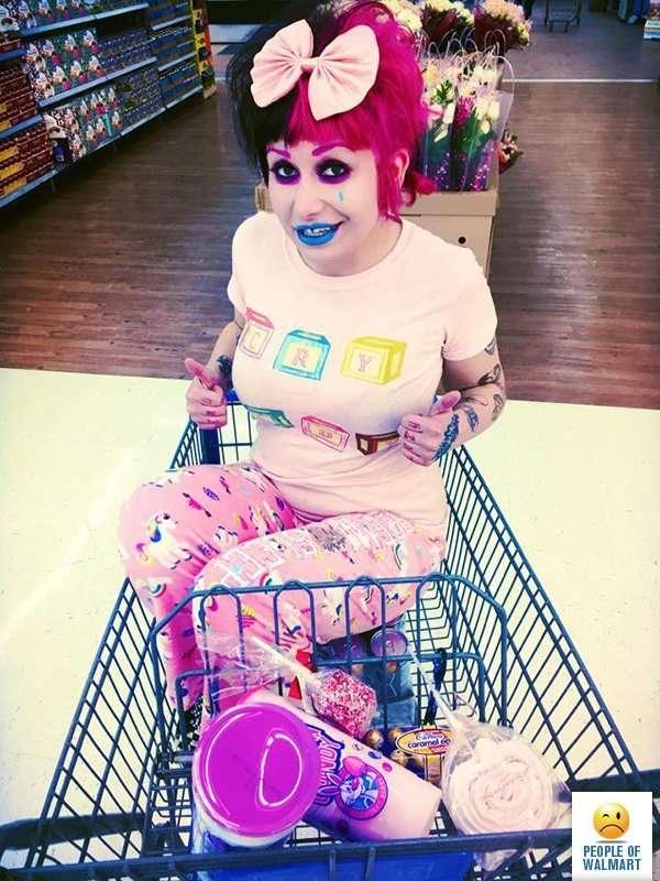 Эти люди просто пришли за покупками в американский супермаркет Walmart-28 фото-