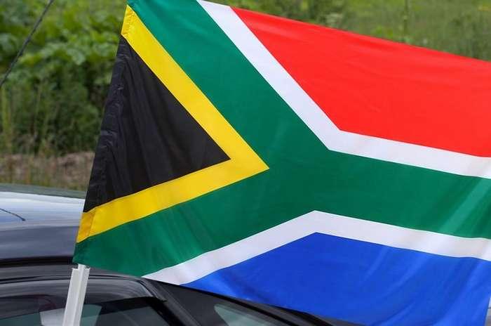 В ЮАР принят закон о конфискации земель у белого населения-3 фото-