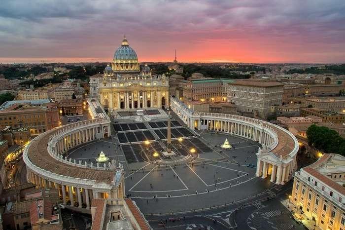 Мужчина из эскорта отправил в Ватикан тысячестраничное досье на священников-геев-1 фото-