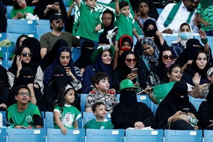 Фееричное зрелище: в Саудовской Аравии состоялся первый в стране марафон-7 фото-