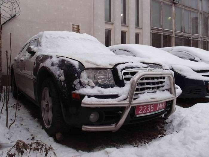 В Белоруссии продается Chrysler 300C из кортежа президента Александра Лукашенко-6 фото-