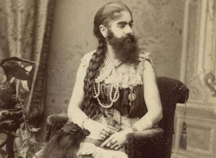 Десятка бородатых женщин разных времен