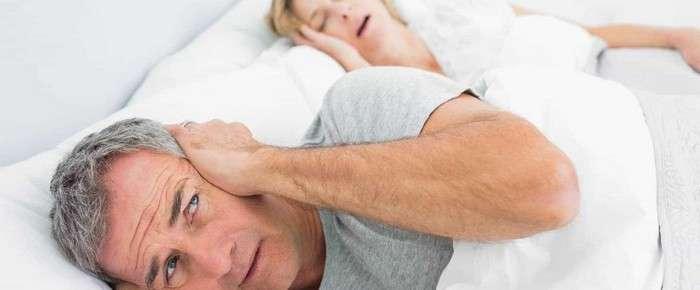 Как победить храп и начать высыпаться: хитрость, которую можно попробовать прямо сегодня