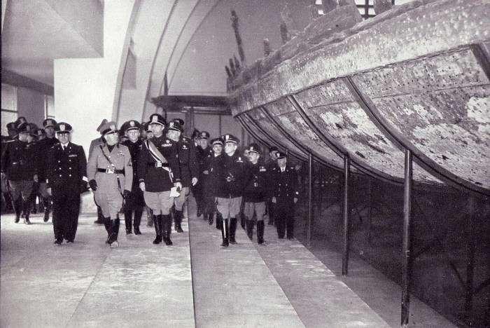 Как развлекался император Калигула на своих -кораблях для удовольствий-, за которыми до сих пор охотятся черные археологи