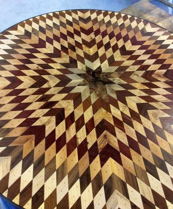 Выпускница института создаёт мозаичные столешницы из досок, которые пора выбросить