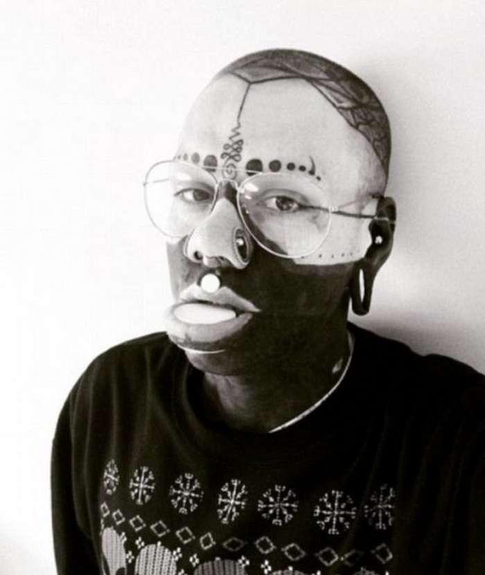 Эли Инк: сюрреалистичные трансформации парня из Брайтона