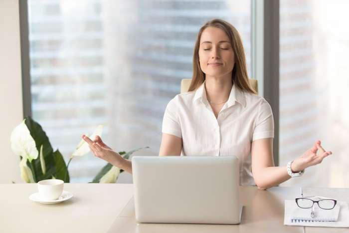 Как расслабиться за 1 минуту: простая дыхательная техника