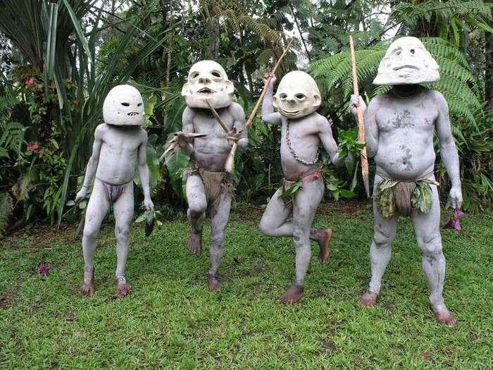 Люди с реки Асаро, покрытые грязью: причудливое племя из Папуа – Новой Гвинеи