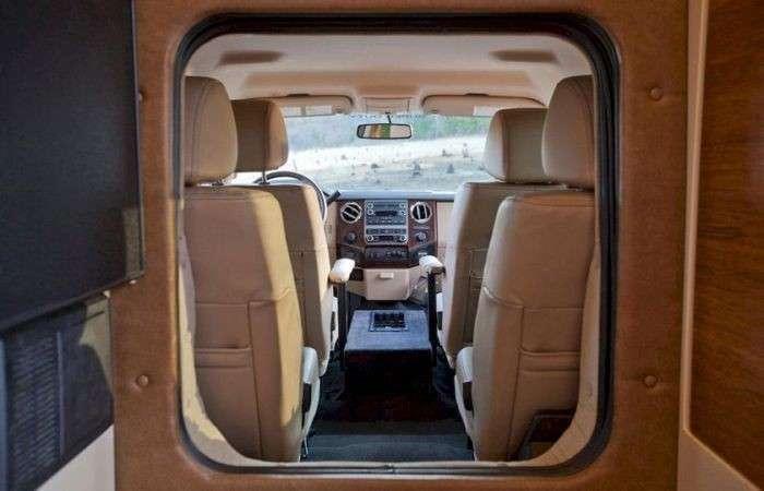 Siberian Tiger - полноценный дом на колесах на базе пикапа Ford F450
