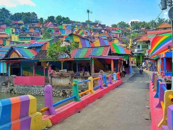 Эта «Радужная деревня» в Индонезии просто мечта инстаграмера