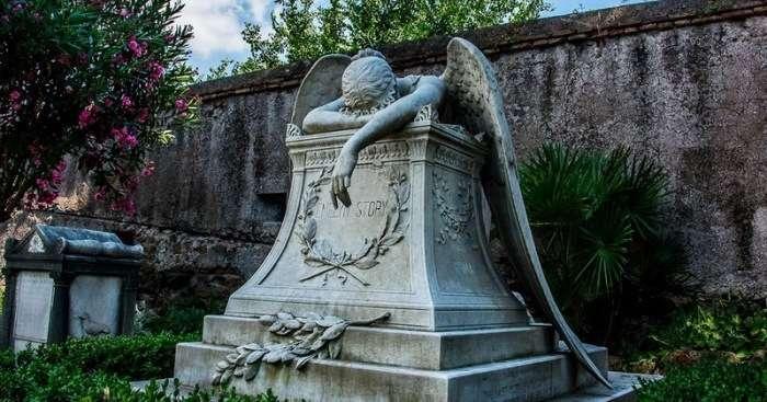 Этот памятник на римском кладбище известен во всём мире