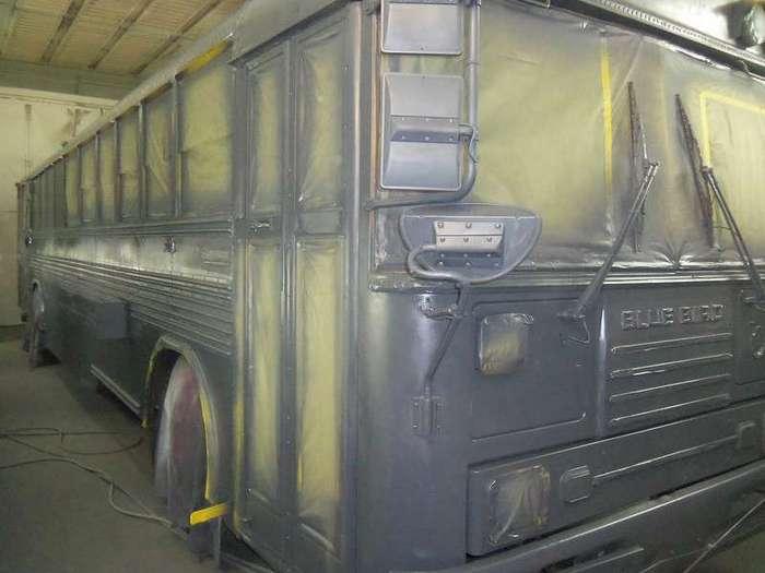 Мужчина живет с женой и тремя детьми в школьном автобусе. А как бы поступили вы в такой ситуации?