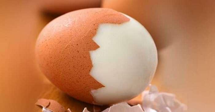 С этими продуктами категорически нельзя сочетать яйца. Так вот откуда тяжесть в желудке