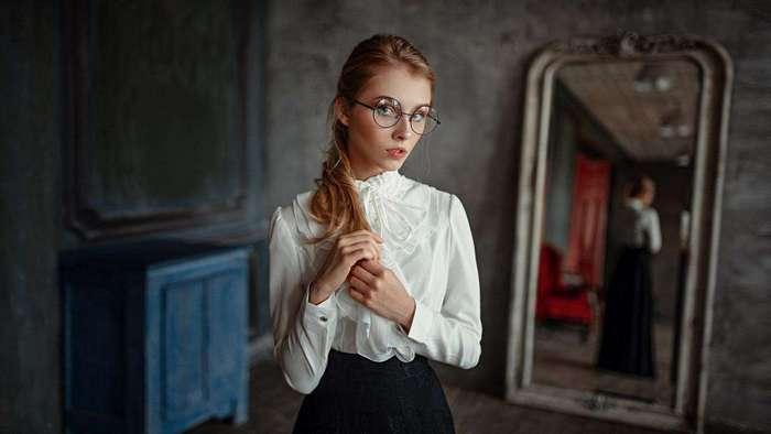 Неповторимая магия девушек в очках