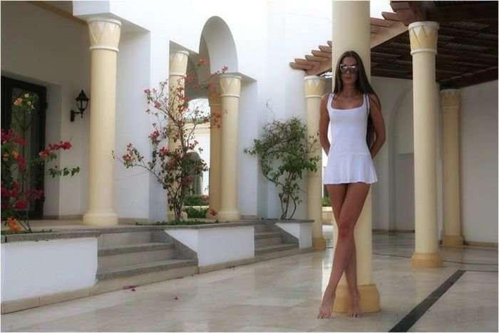 Порция фотографий очаровательных девушек в коротких платьях