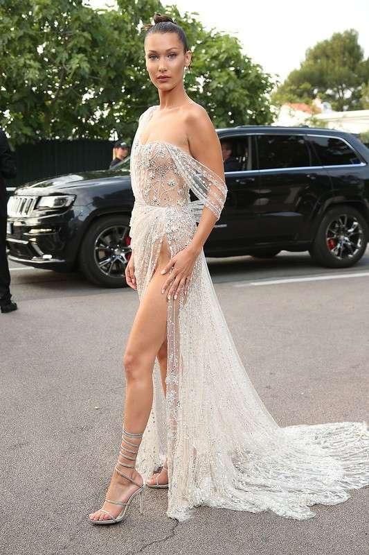 Белла Хадид в просвечивающем платье
