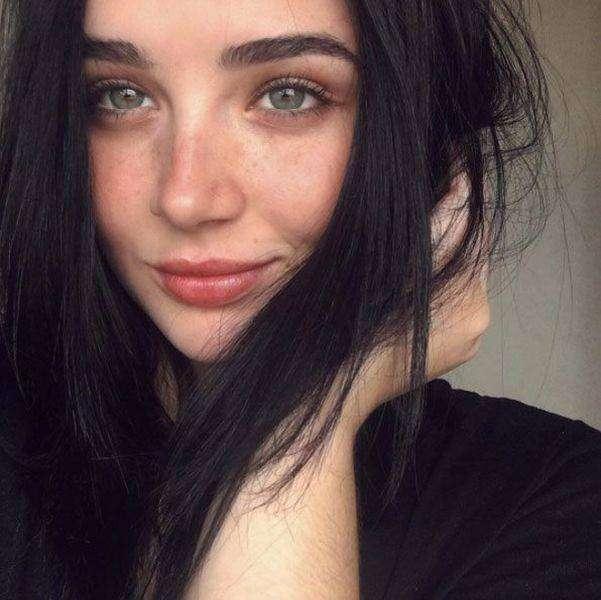 Порция фотографий очаровательных девушек с естественной красотой)
