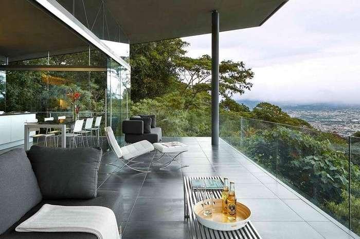 Стеклянный дом с видом на город Сан-Хосе в Коста-Рике