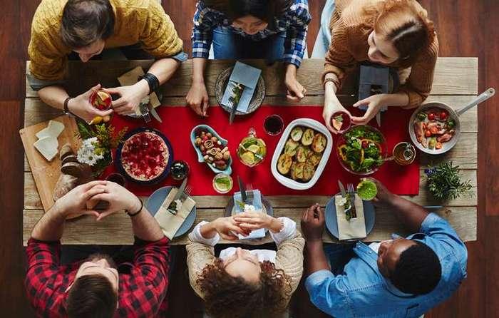 """Вот почему нельзя говорить """"приятного аппетита"""" гостям. А вы знали об этом"""
