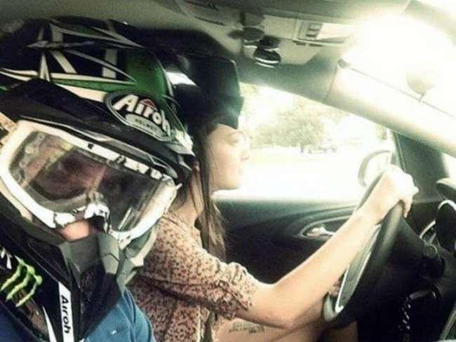 Уморительные доказательства того, что женщинам не место за рулем