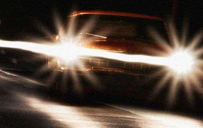 Почему встречный свет слепит водителя
