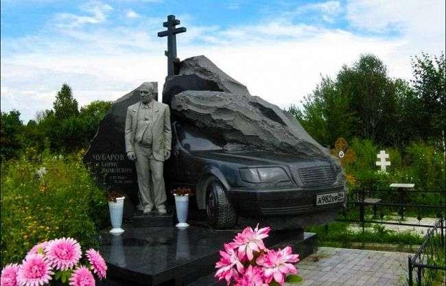 Тачка по понятиям: крутые машины на могилах криминальных авторитетов