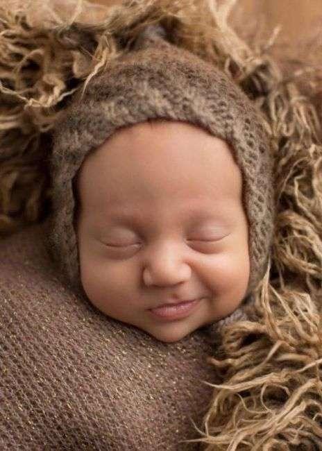 Фотограф, который ловит улыбки спящих малышей