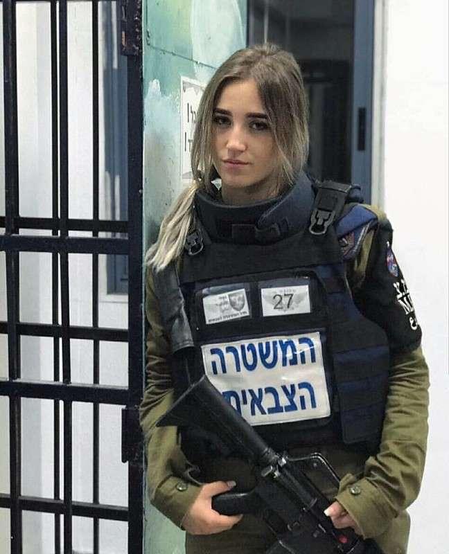Офицер и воробей